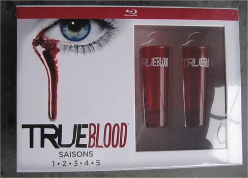 Coffret Blu-Ray True Blood L'intégrale des saisons 1 à 5 + 2 verres à shot (36,99€ via Buyster)