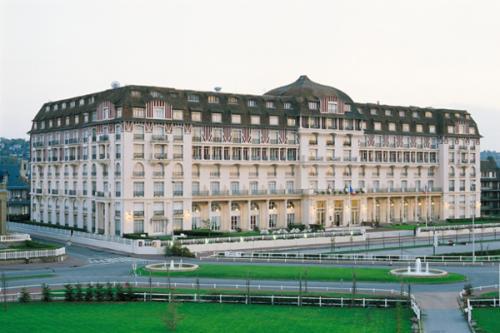 2 jours et 1 nuit avec petit dejeuner Deauville Hotel Royal Barrière ***** - Prix par personne