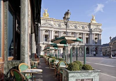 Petit déjeuner dans un des cafés les plus prestigieux de Paris
