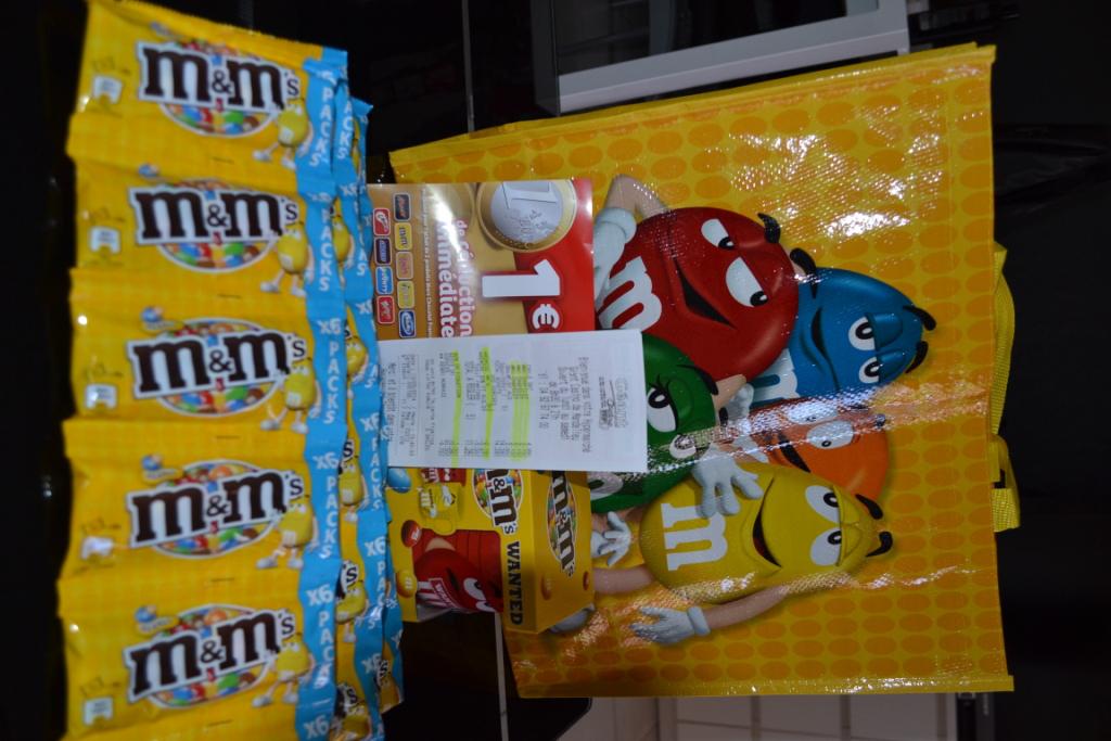 2 sachets d'M&M's achetés = le 3ème offert + 1 Mug + 1 Sac