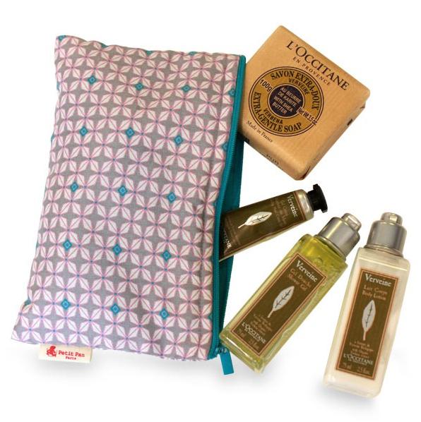 Trousses Petit Pan avec plusieurs produits de beauté/hygiène