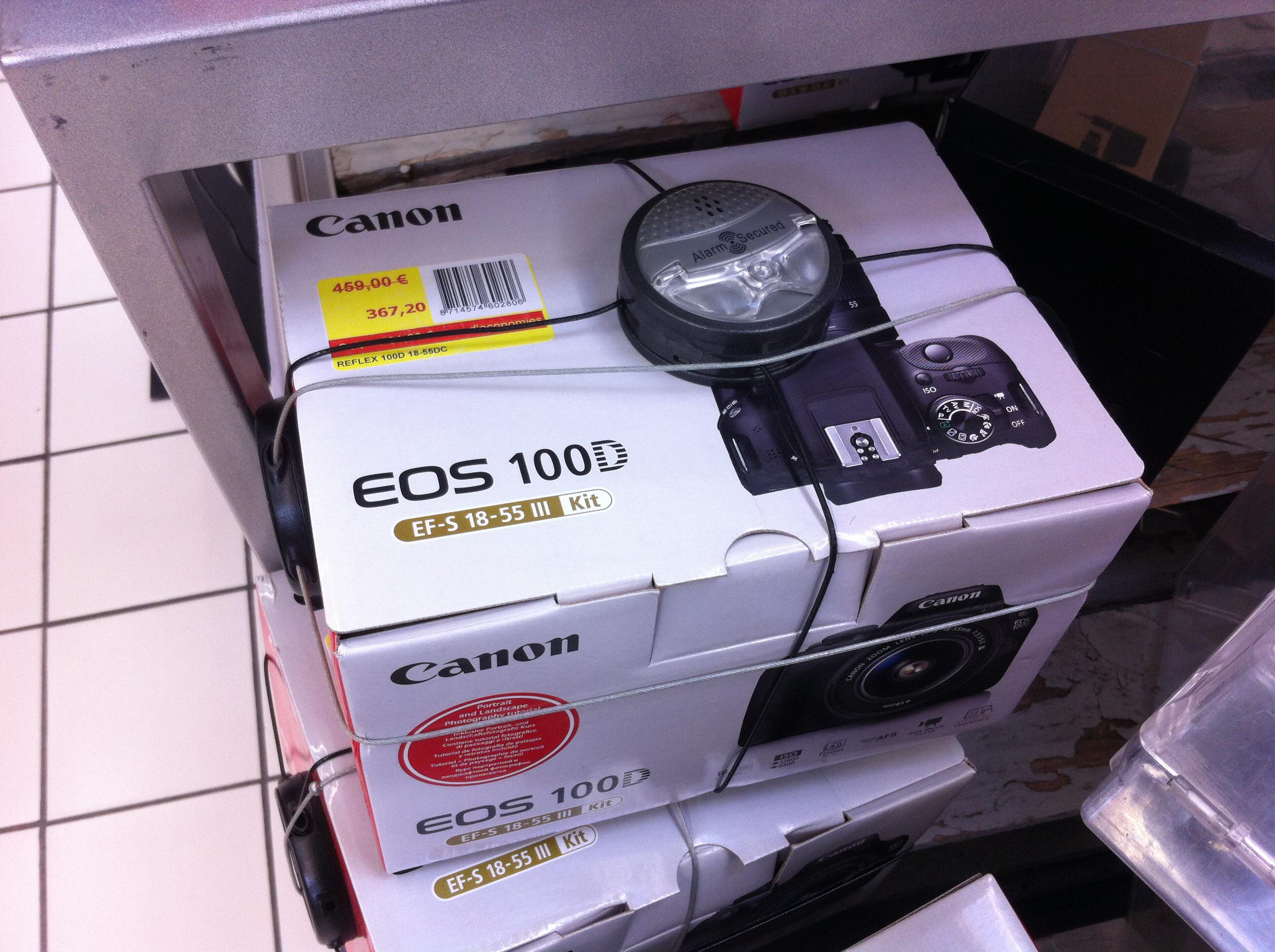 Reflex Canon 100D + Obj. Canon EF-S III 18 - 55 mm f/3.5 - 5.6