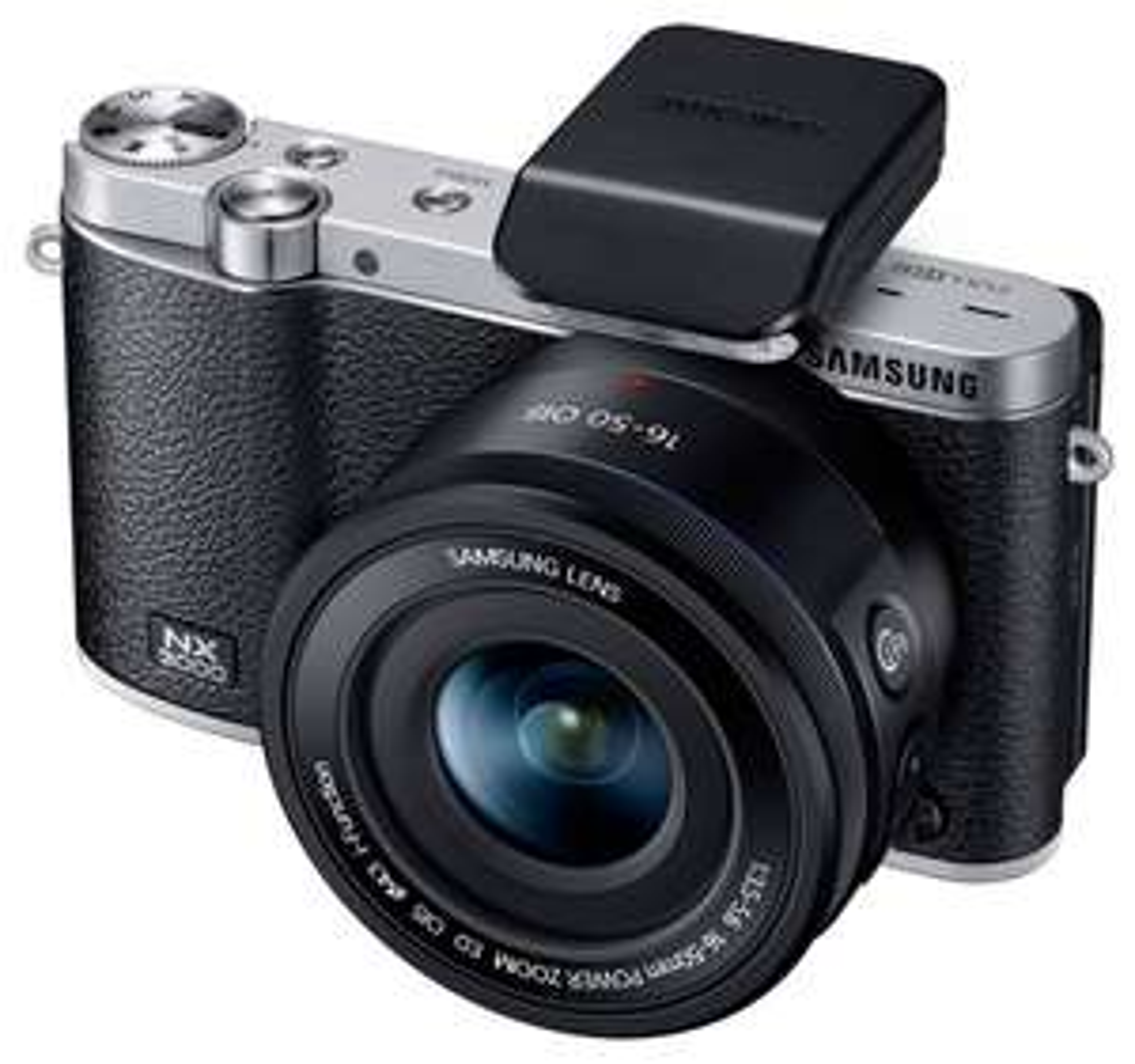 Appareil photo hybride Samsung NX3000 + Objectif 16-50 OIS + Flash SEF-8A (Avec ODR de 50€)