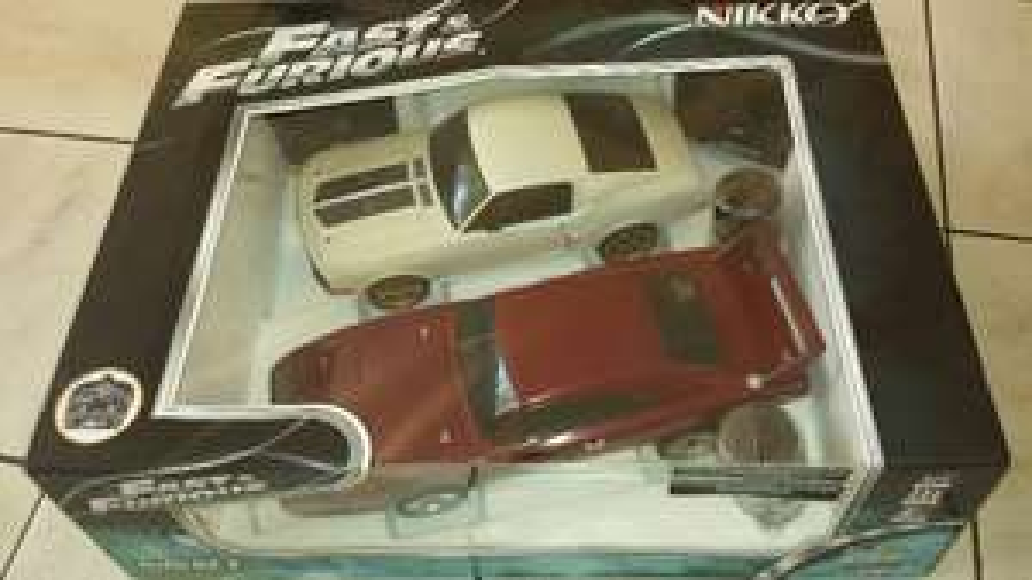 2 voitures radiocommandées Nikko du film Fast and Furious