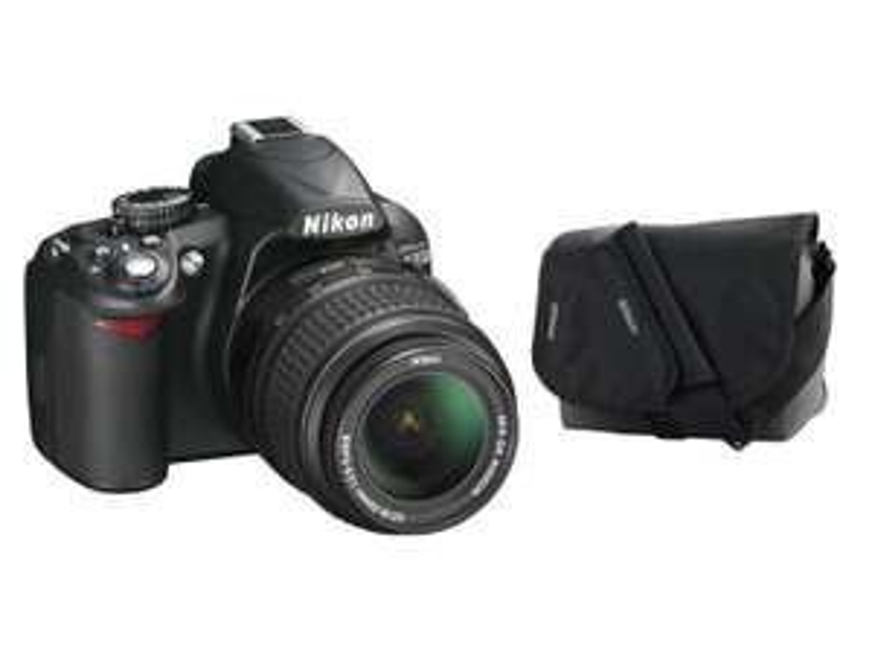 Appareil photo reflex Nikon D3100 + Objectif 18-55mm + Etui + 20€ en bon d'achat