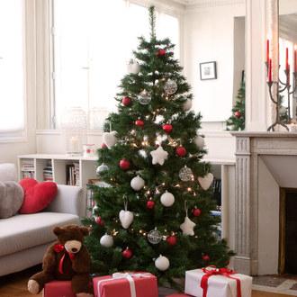 Jusqu'à - 75 % sur une sélections de sapins de Noël artificiels - Ex : Sapin de noël artificiel Nordmann 120cm